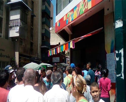 ¡SE LLEVAN LOS PANES EN CAMIONES! Lo que está detrás de la panadería tomada por el Gobierno (+Video)