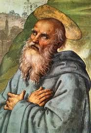 San Benito vestido de monje con las manos cruzadas sobre el pecho