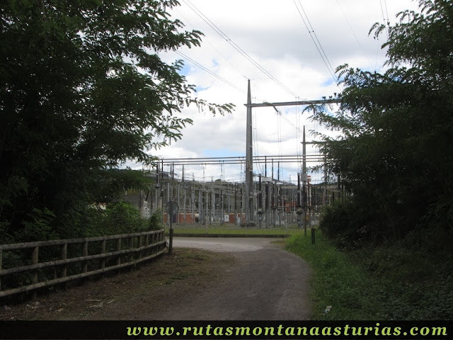 Ruta Bueño Peña Avis: Entrada aparcamiento Llosalín