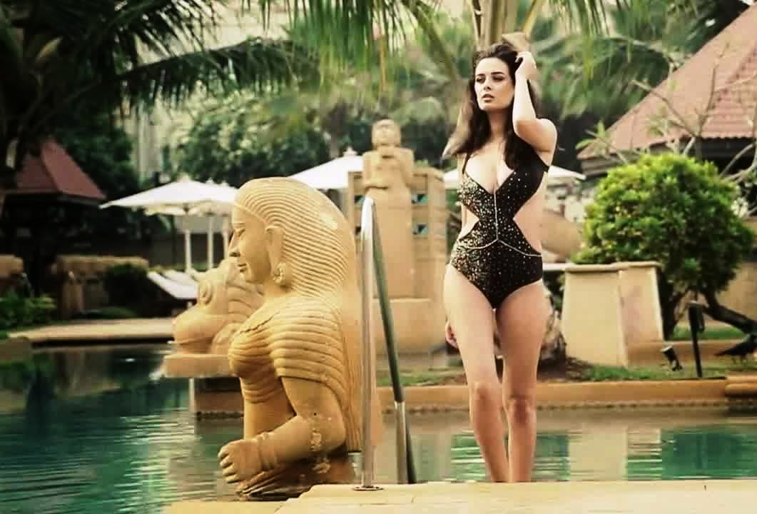 Evelyn Sharma in hot bikini