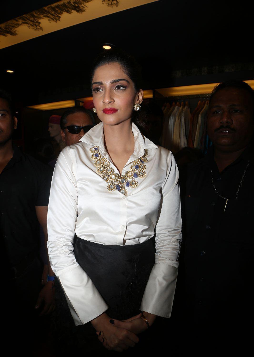 Sonam Kapoor Looks Super Sexy At Raghavendra Rathore Store -4732