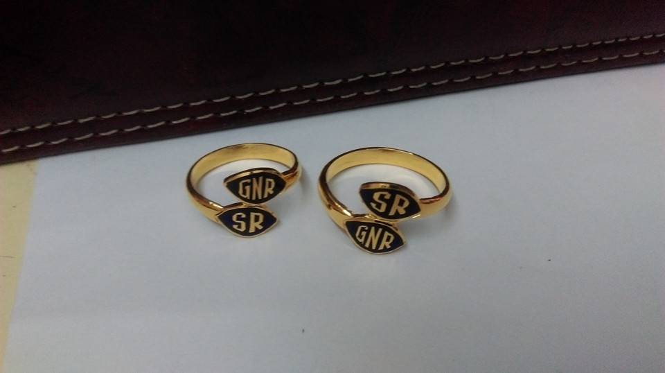 n-letter-in-gold-rings