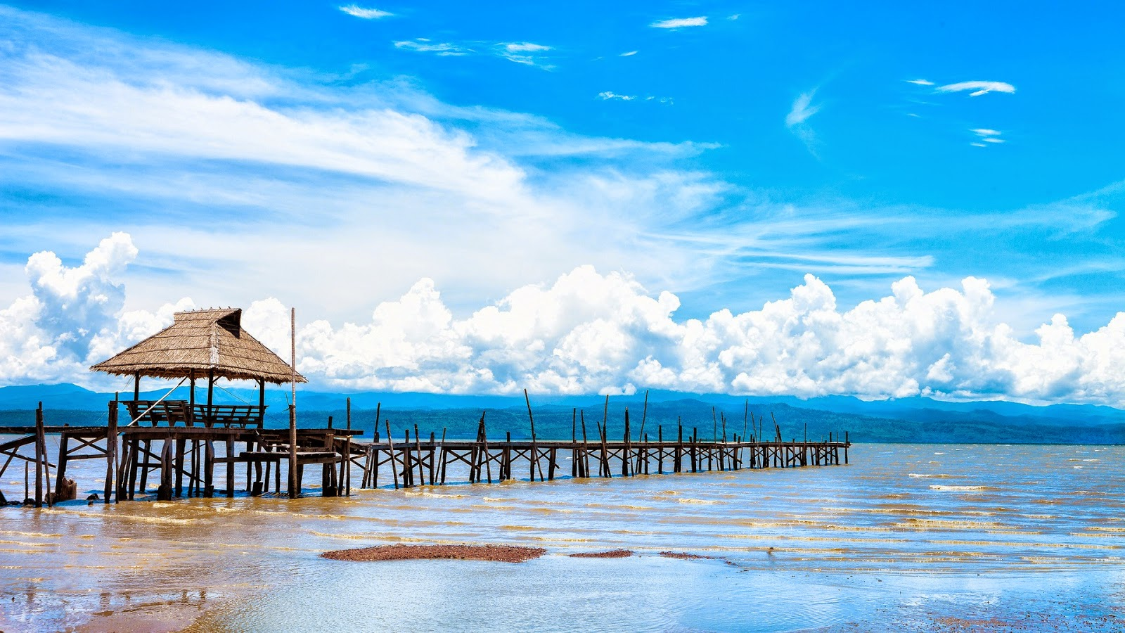 Resort-hut-near-beach-photo-image-wallpaper-for-mac-ipad-tablet.jpg
