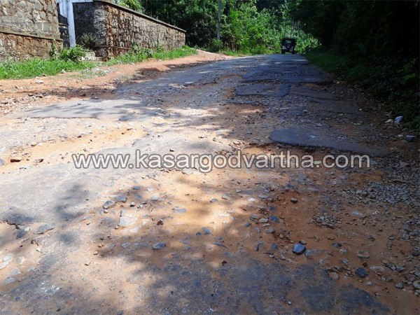 News, Kerala, Kasaragod, Idathod, Odayamchal, Road, Damaged, Idathod- Odayamchal Road damaged