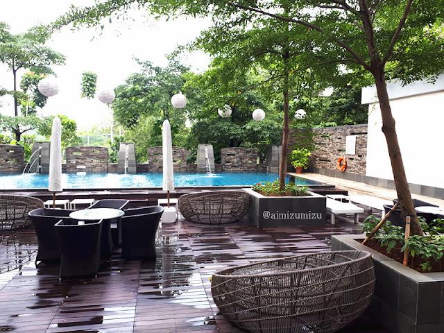 Kolam renang Delonix Hotel Karawang