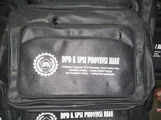 Tas SPSI RIAU yang di produksi di pabrik kaos promosi