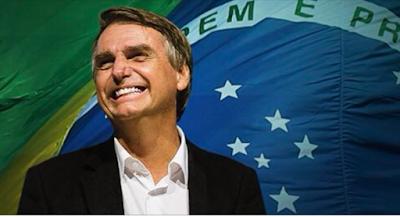 Bolsonaro sorridente