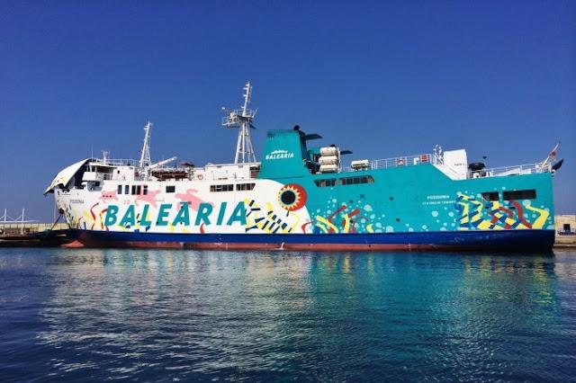 Trajeto de barco entre Formentera e Ibiza