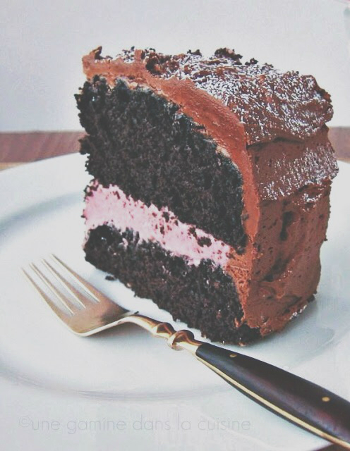 chocolate mocha cake with raspberry cream filling | une gamine dans la cuisine