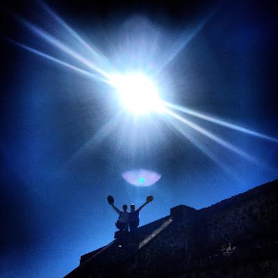 """Apocalipsis significa Revelación y viene de la palabra """"revelare"""" que significa """"quitar el velo"""" y revelar también es sacar a la luz información sobre un tema ignorado o secreto. Sobre esta revelación en Marcos 4:22 Cristo dice: """"Porque no hay nada oculto que no haya de ser manifestado; ni escondido, que no haya de salir a la luz."""" ¿Se refería Jesús Cristo con estas palabras a que llegaría un momento en el que los seres humanos despertarían y serían conscientes por primera vez de los Misterios del Apocalipsis y las obras del demonio quedarían expuestas a la luz del conocimiento?"""