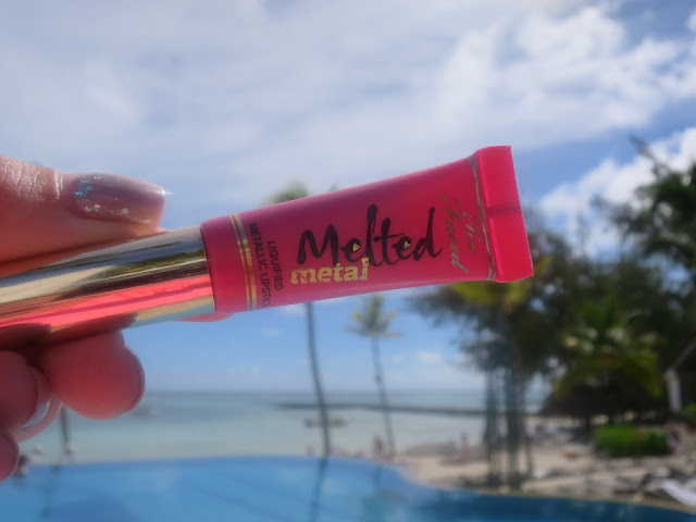 Too Faced Melted Metal Liquid Lipstick in Metallic Macaron Review