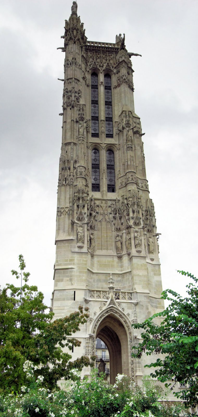 obscure paris week tower saint jacques cleared and ready for takeoff. Black Bedroom Furniture Sets. Home Design Ideas