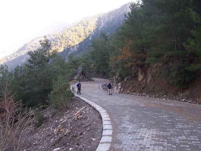 Selatin-Mehmetler arası kilit-parke taş yolu