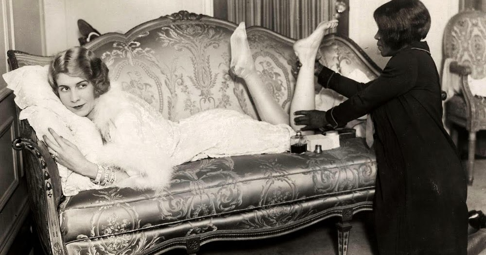 12 Interesting Vintage Photos Show the Beauty of Women's Legs From the 1920s and 1930s