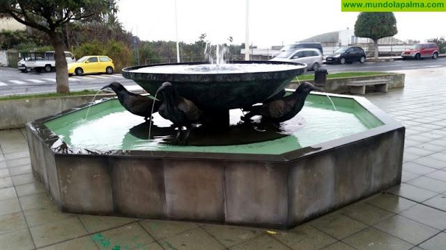 El Ayuntamiento de Los Llanos instala la Fuente de Las Grajas tras permanecer más de 10 años en los almacenes municipales