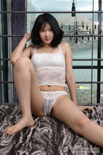 makemodel-cute-korean-model-suji-strips-