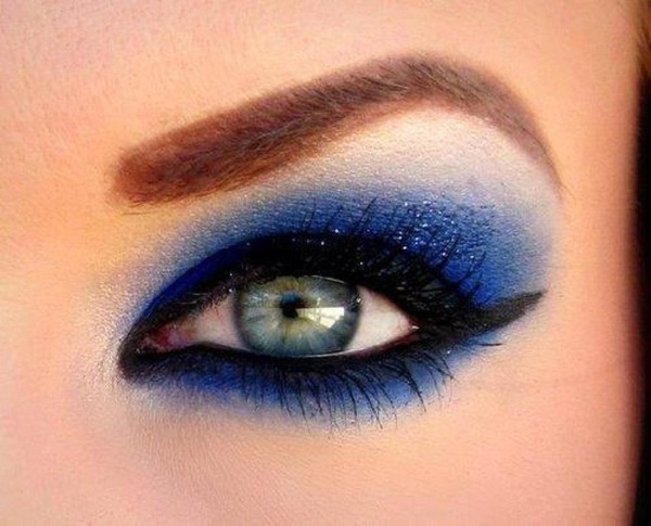 61 Insanely Beautiful Makeup Ideas for Prom | StayGlam  |Women Black And Blue Mascara