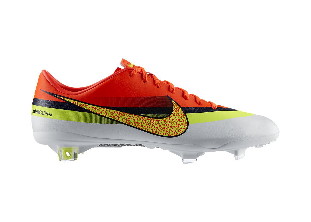 ae281d3231fa9 Estos Zapatos de Fútbol fueron creados por Nike para Cristiano Ronaldo. Su  diseño captura el poder y la concentración que caracterizan al portugués.