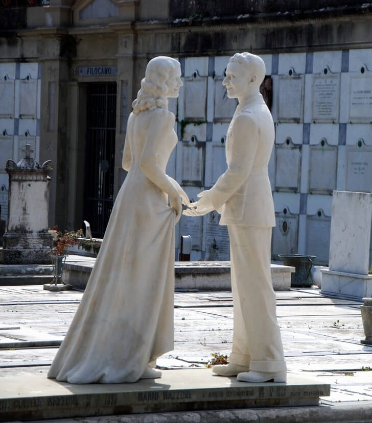 25 Heart-Melting Pictures That Made Even The Toughest Of Us Cry - Together forever a sculpture in a cemetery, Florence