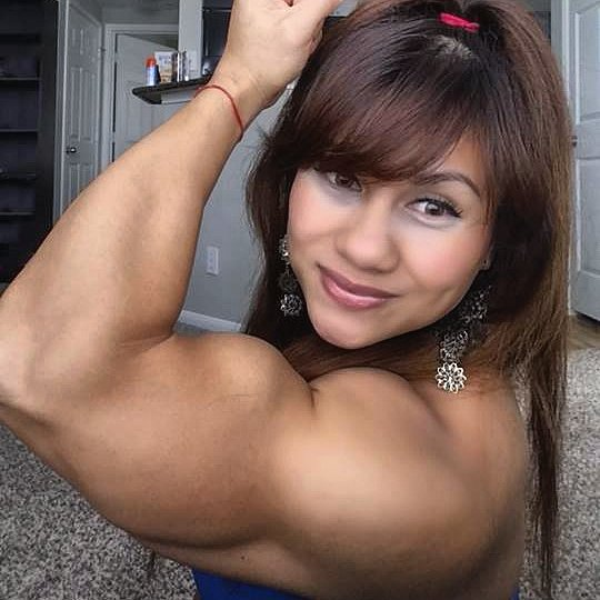 Female Bodybuilders flexes her muscles, muscle and fitness women