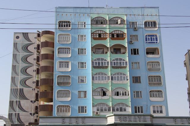 Tadjikistan, Khodjent, façade, rue Lénine, © L. Gigout, 2012