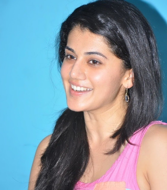 Tapsee Pannu Stylish Gold Ear Pins