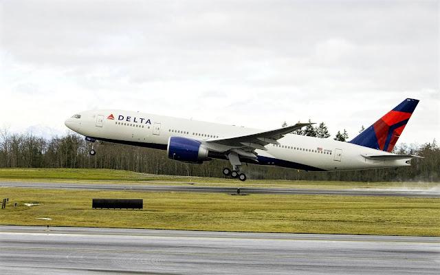 delta boeing 777-200lr takeoff runway quickly