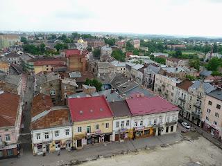 Дрогобыч. Вид на восток, на площадь Рынок, улицы Узкую и Ивана Мазепы, на хоральную синагогу 1865 г. и монастырь Петра и Павла
