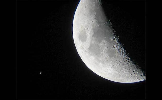 Konjungsi Saturnus dan bulan