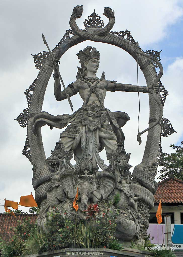 patung di bali dewa indra