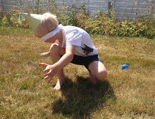 Liten miss i kommunikationen gjorde att han vände sig åt fel håll! Men han hittade bollen till slut ändå!