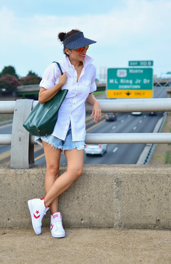 Outfit with visor hat