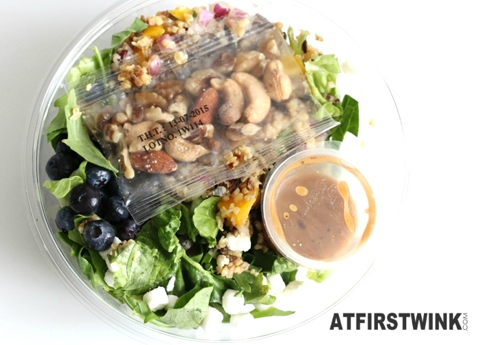 AH Bulgur, blueberry, goat cheese salad with citrus mango dressing | Salade bulgur blauwe bes geitenkaas met citrus-mangodressing (lid removed)