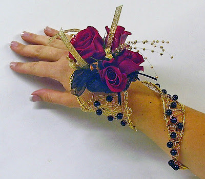 Shooting Star wire wrist wrap  #PromFlowers #wristcorsage