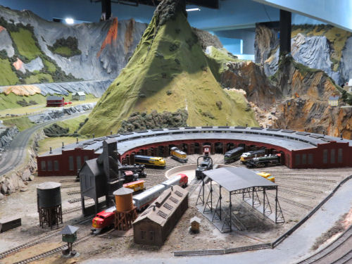 Northlandz model railroad roundhouse