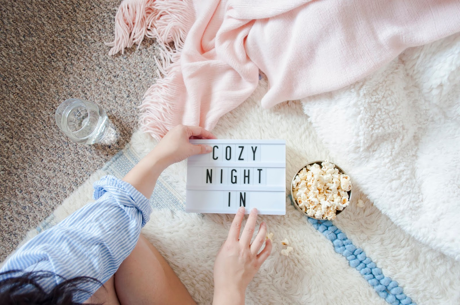 3 Tips for a Cozy DIY Movie Night Marquee Light | The Bella Insider