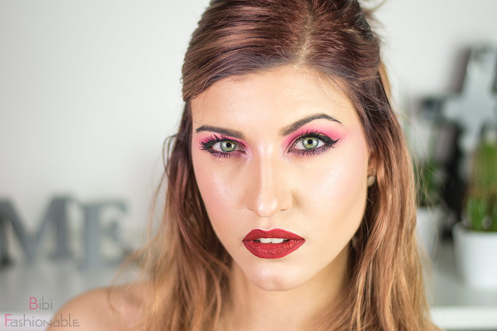 Jeffree Star Cosmetics Beauty Killer Look Blick in Kamera