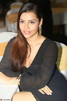 Kyra Dutta in black At Rogue Movie Audio Launch ~  085.JPG