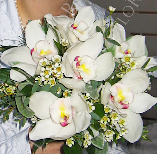 Fehér cymbidium orchidea csokor