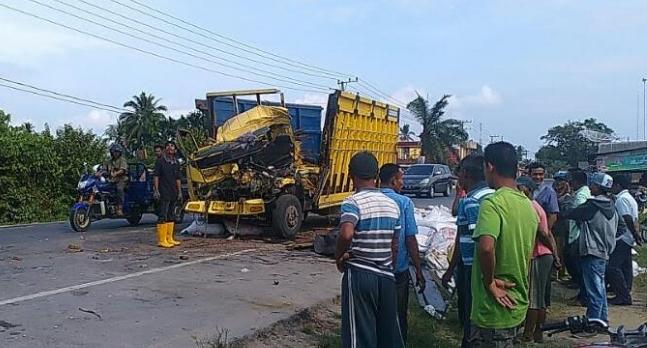 LAKA LANTAS, Kernet Truck meninggal di lokasi kejadian