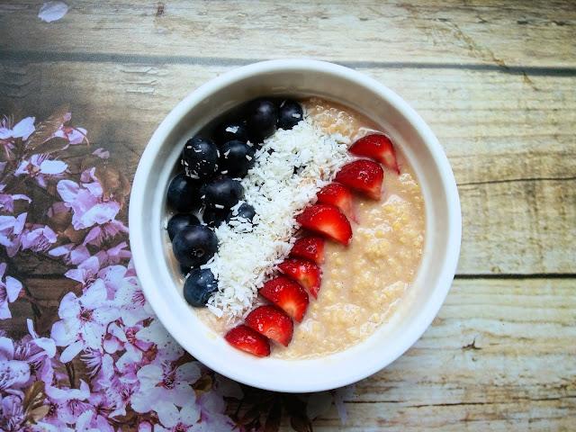 Budyń jaglany (proteinowy) z owocami