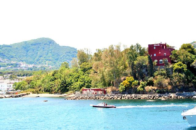 mare, acqua, barche, porto, isola, alberi, vegetazione, monti, cielo