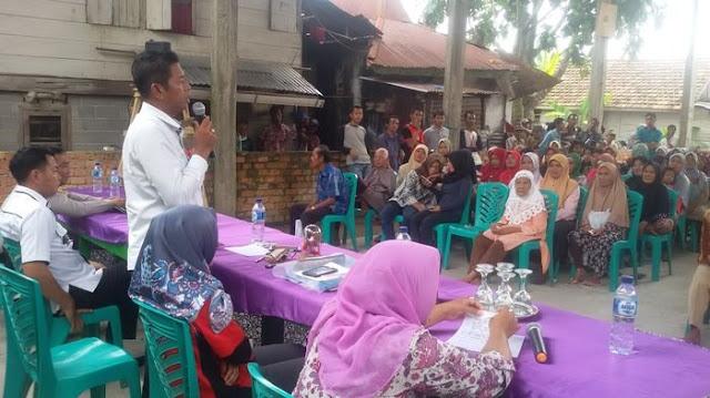 Warga Desa Srijabo Protes Data Penerima PKH