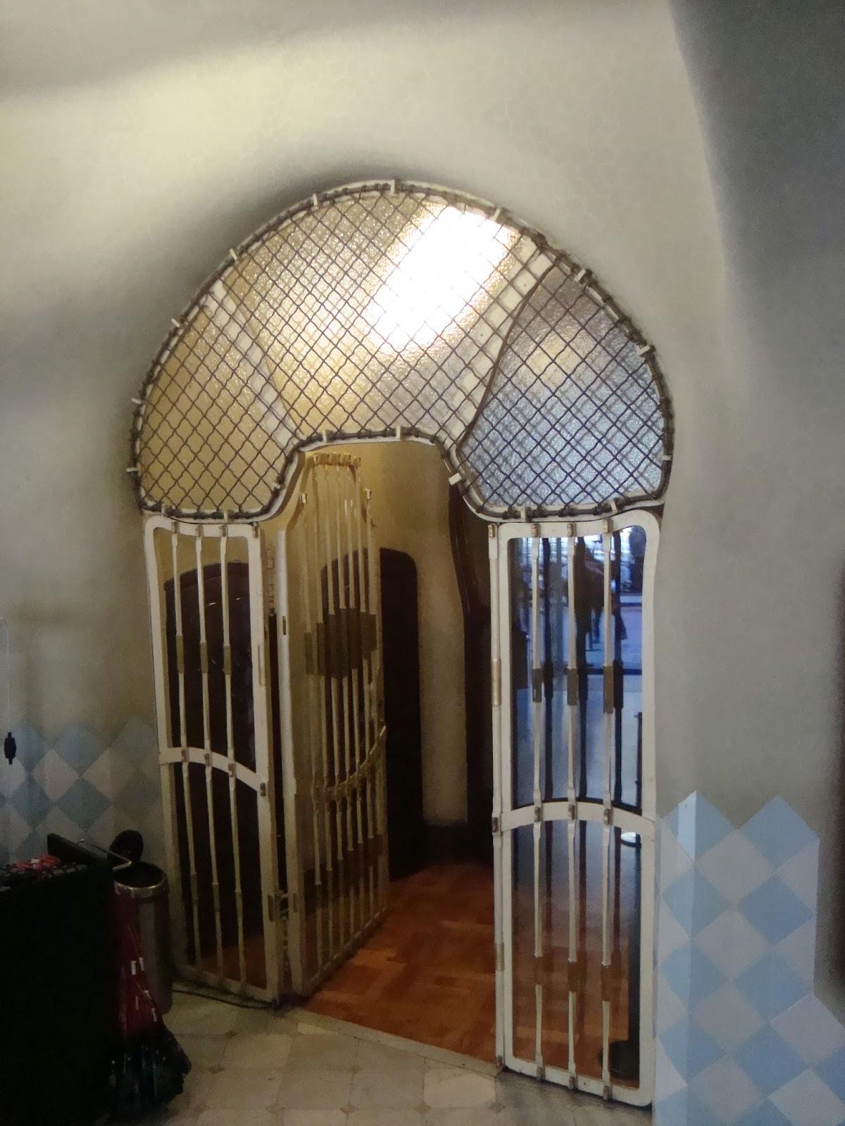 Paseos art nouveau int rieur de la casa batll 1er tage for Art nouveau interieur