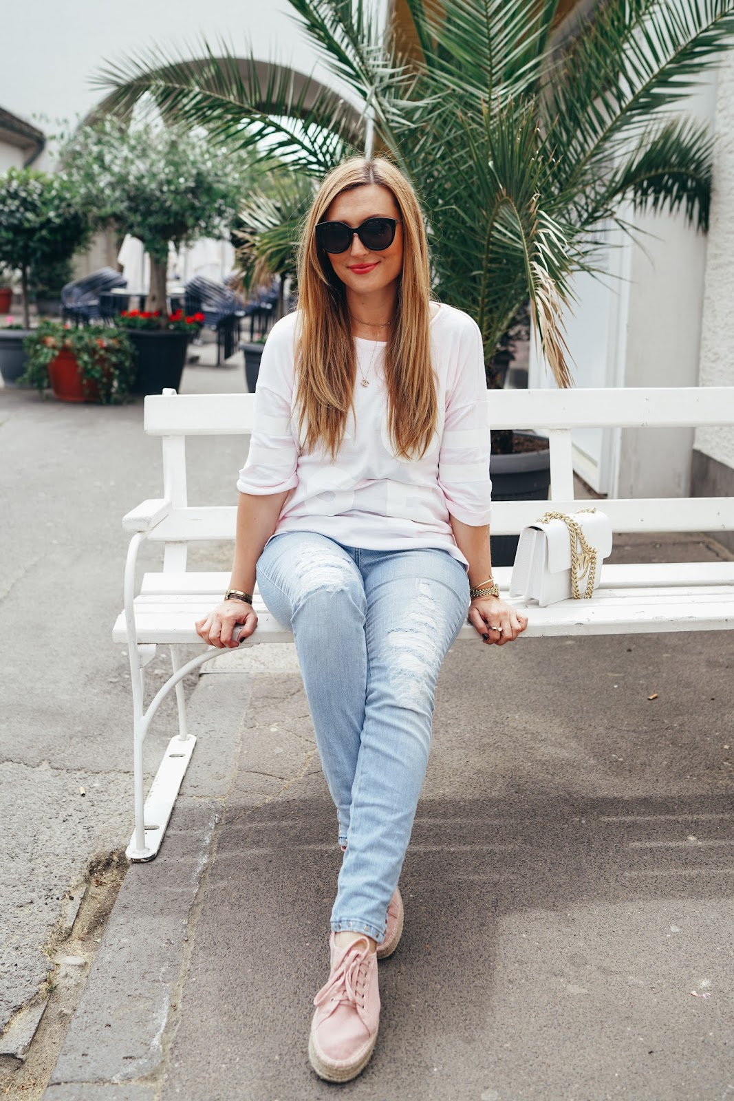 Chanel-Kette-Marc-Aurel-Helle-Jeans-mit-sneaker-wedges-kombinieren-fashionstylebyjohanna