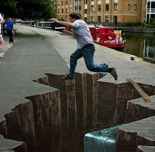 Arte urbano con ilusión óptica