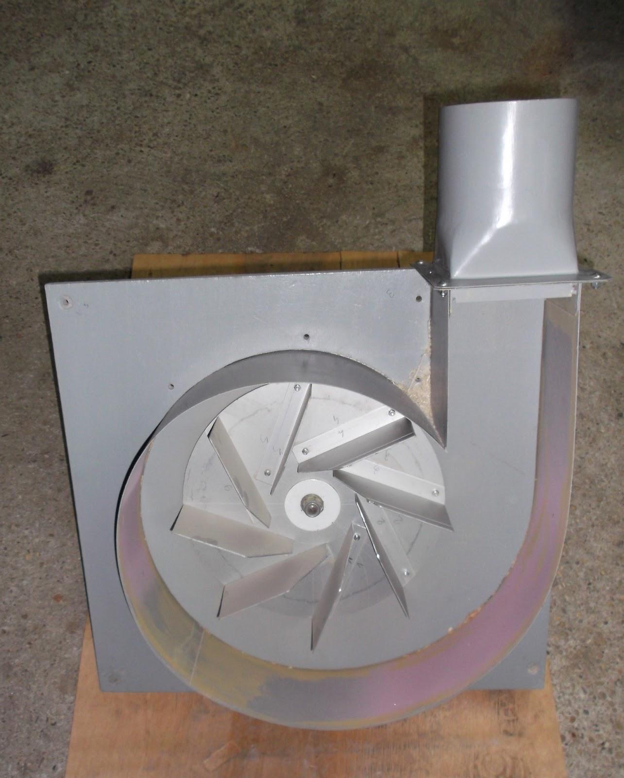 copeaux et kity sur table  l u0026 39  aspirateur cyclonique