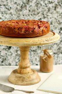 http://www.greencooking.pl/2015/06/odwrocone-ciasto-jaglane-z-rabarbarem-i.html