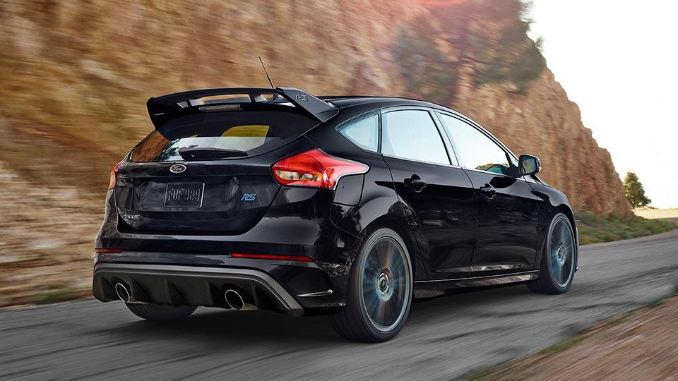 Ford Focus bản RS đua, hầm hố, thể thao, cá tính
