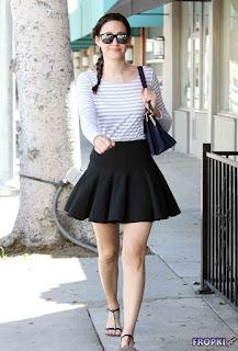 Emmy Rossum in black sexy skirt 3.jpg